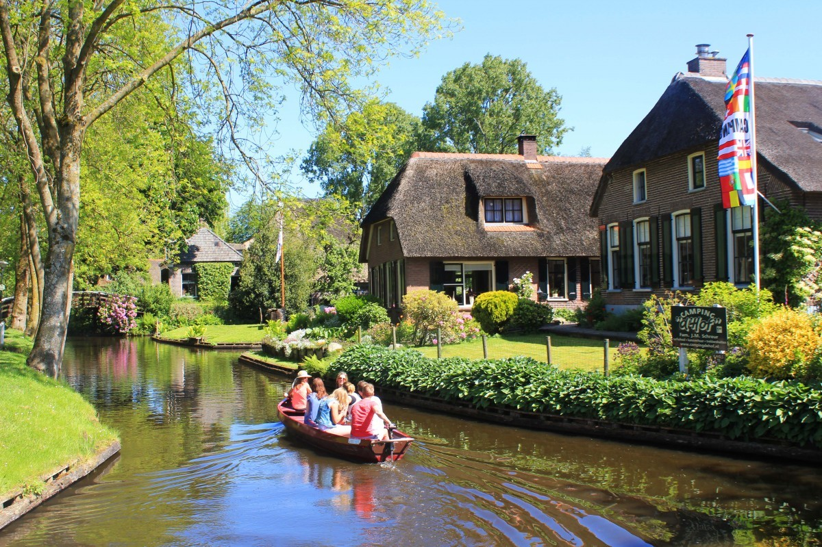 Boat hire Giethoorn